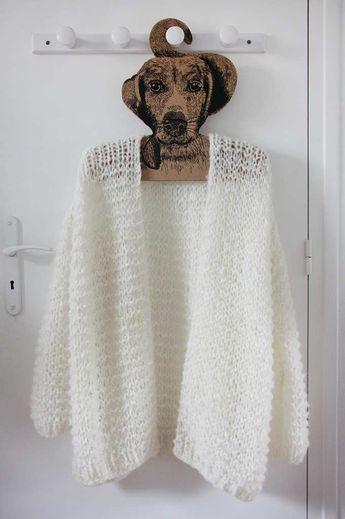 On pense au autres mais il faut aussi penser à soi, donc voila une superbe veste toujours d'actualité, à ce faire. Moi je la trouve superbe, j'adore ce coté cocooning. Avec une grosses laine et des grosses aiguilles dans votre couleur préféré ça va vite...