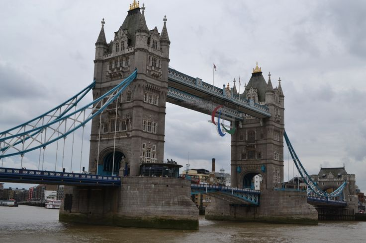 London Sightseeing on a River Thames Cruise