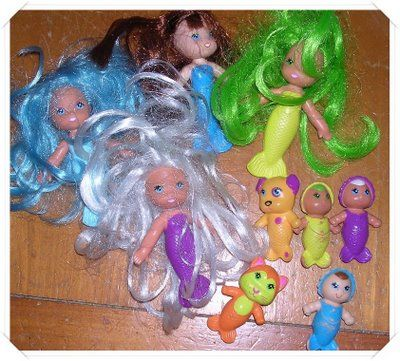 Sea Wees!  They were the best bathtub toy a girl could have.