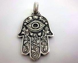 Mano de Fátima: se cree que protege contra las enfermedades, aleja el mal de ojo…