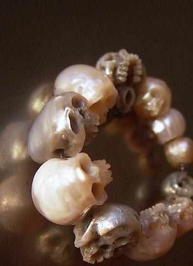 Carved skull-shaped pearls | SHINJI NAKABA