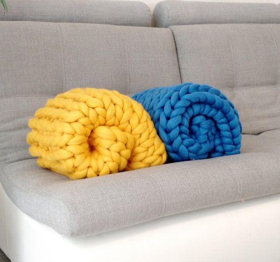 Small Blanket - Baby Blanket - Merino Wool - Wool Blanket - Hand Knitted Blanket - Grande punto - Chunky Blanket - Cozy blanket by WowKnitAndCo