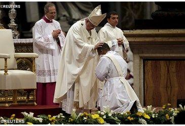 """""""Sean ministros de la unidad, sigan al Buen Pastor"""". El Papa ordenó a 19 nuevos sacerdotes"""