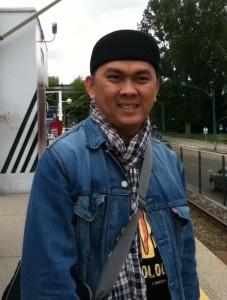 menunggu tram www.khoofx.com