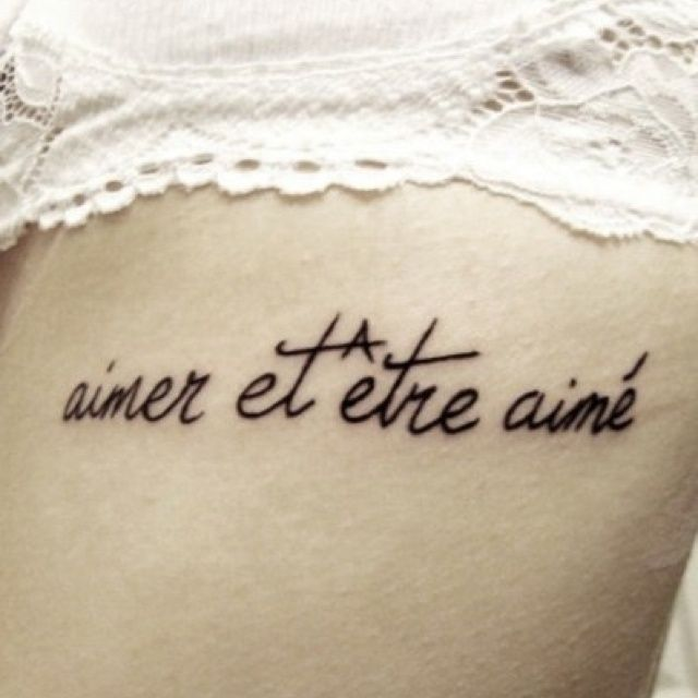 Tatouage phrase en français : Venez découvrir en images notre compilation des plus belles déclarations d'amour à se faire tatouer grâce à nos 33 photos
