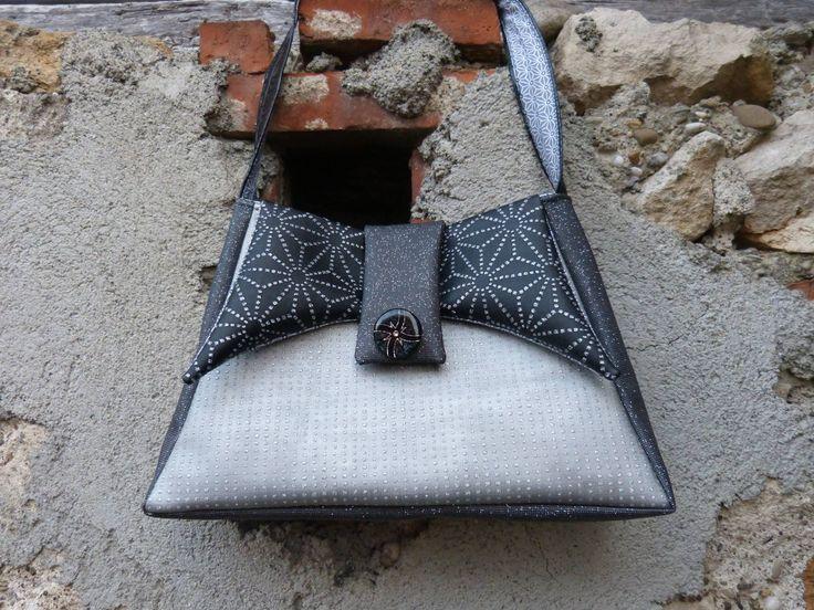 Sac Ava en simili gris cousu par Chantal - patron couture Sacôtin