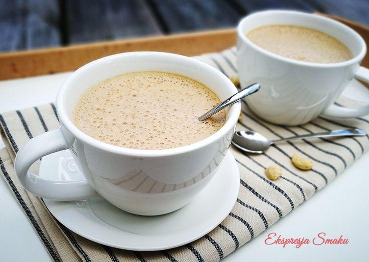 Jedwabiście kremowa kawa z orzechami nerkowca