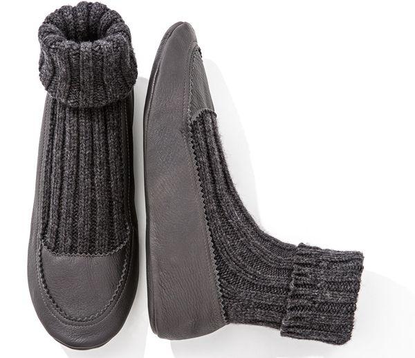 Slippers in inverno: i modelli piu' trendy per lei e per lui. Dai colori intensi di Valentino ai modelli in cashmere e pelle da uomo.http://www.sfilate.it/236964/scarpe-moda-come-affrontare-freddo-invernale-calde-slippers