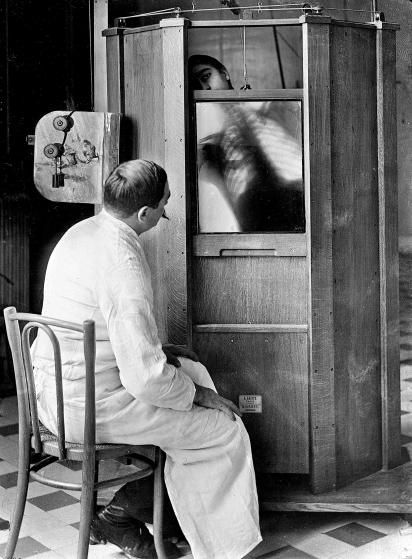 A chest X-ray in progress at Professor Menard's radiology department at the Cochin hospital, Paris, 1914.