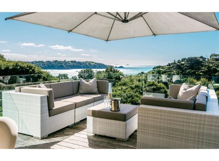 Ten Tawa | Be My Guest - Relax with a fantastic view!  Ten Tawa in Oneroa, Waiheke Island