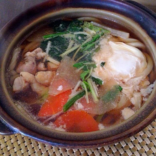 お雑煮風にしてみました☺️ 醤油ベースに鶏肉、人参、大根、三つ葉、餅の代わりにうどん - 44件のもぐもぐ - お雑煮風 鍋焼きうどん by tabajun