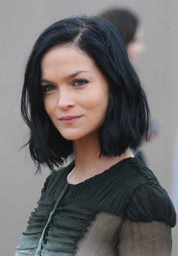 Malli, it-tyttö ja DJ Leigh Lezark voi lisätä ansioluetteloonsa hiustenvärjäystaidon: monitaituri sävyttää The Coveteur.comin mukaan pikimustan tukkansa itse.