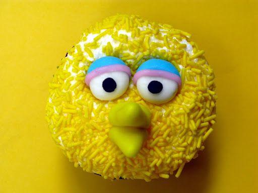 Sesame Street cupcakes, including a very cute Oscar the Grouch @FoodBlogs