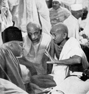 Mahtma Gandhi, Sardar Patel and Maulana Azad in Sept 1940.