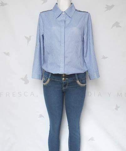 Camisa rayada azul Mediana $399