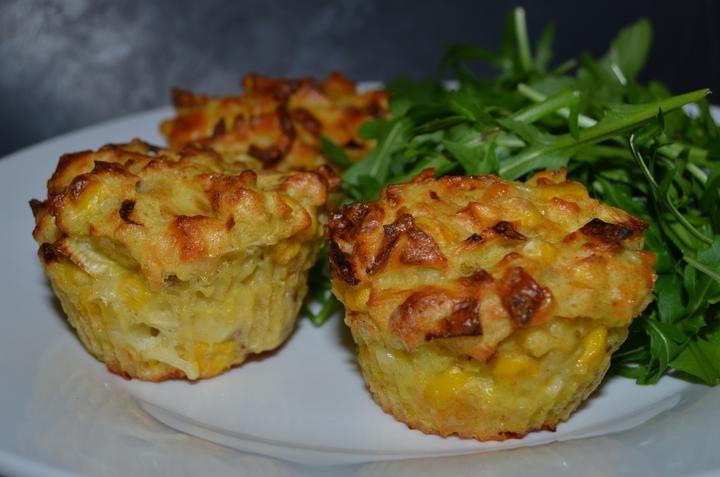 Bramborové muffiny s pórkem, kukuřicí a mozzarellou