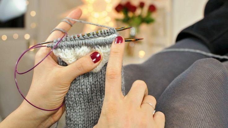 Wozu Socken stricken? Man kann sie nur daheim tragen oder sie sind in Schuhen versteckt, es dauert furchtbar lange sie zu stricken, man kann sie nur mit Nadelspiel machen (aaarrghhh*weglauf*) und a...