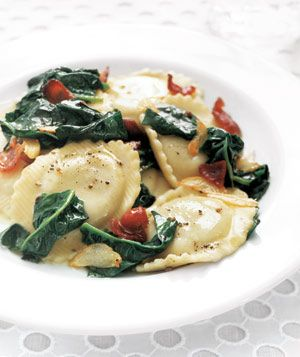 Ravioli With Spinach and Bacon  1 pound ravioli (fresh or frozen)  6 slices bacon  2 tablespoons olive oil  2 cloves garlic, sliced  2 bunches fresh spinach, thick stems removed (about 8 cups)  kosher salt and black pepper  1 tablespoon fresh lemon juice