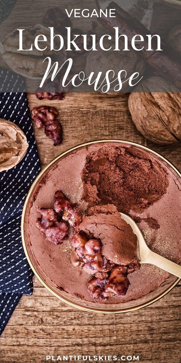 Vegane Lebkuchenmousse mit karamellisierten Rotweinnüssen
