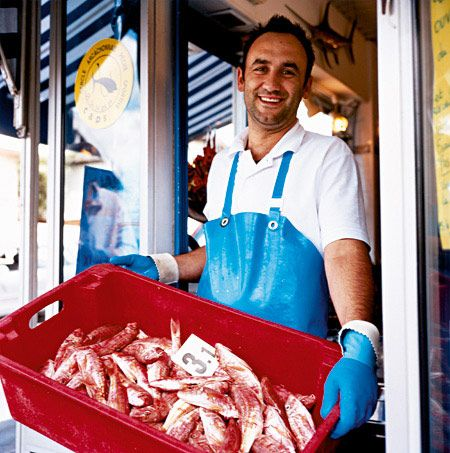 A food tour of Arcachon, Bordeaux with chef Eric Chavot. >>> I love food tours!- to Tara