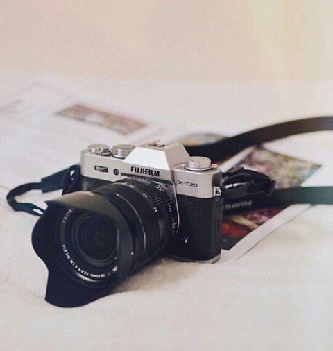 Para pecinta fotografi tanah air akan segera dimanjakan dengan kamera mirrorless terbaru Fujifilm seri X-T20. Produsen kamera asal Jepang tersebut akan meluncurkan secara resmi keluaran terbarunya di Indonesia pada besok 18 Maret 2017. Dibekali dengan teknologi canggih seperti sensor 24 megapiksel layar sentuh 3 inci 4K video record dan autofokus dengan 325 titik AF. Seri ini memang dirancang untuk menyempurnakan seri sebelumnya X-T2. Dengan bobotnya yang ringan namun dengan kemampuannya…