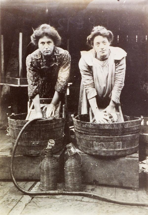 Mostra fotografica itinerante sulle donne tra antichi mestieri e nuovi rischi - Liguria Lavandaie della Val di Magra