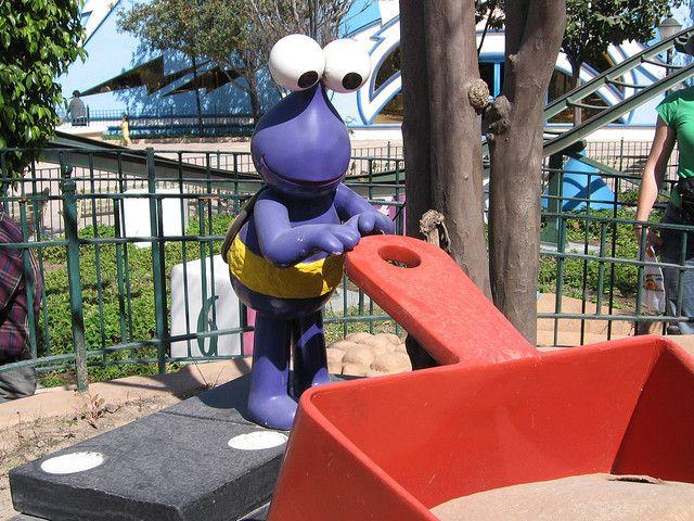 https://flic.kr/p/9wU4W | Tweedle Bug | A Tweedle Bug at Parque Plaza Sesamo in Monterrey.