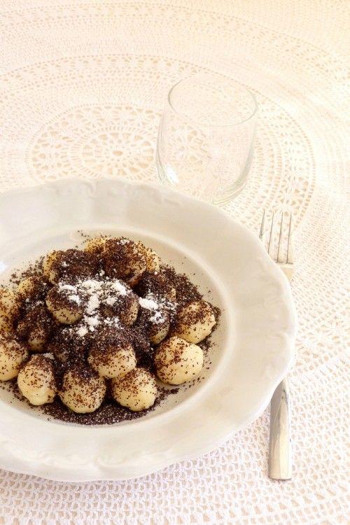 Mákos gombuca - #édesebéd #ebéd #gombóc #nudli #krumpli #burgonya #búzaliszt #vaj #mák #porcukor #tojásmentes #tejmentes #kevészsír #kifőztük (+ #lekvár #fahéj)