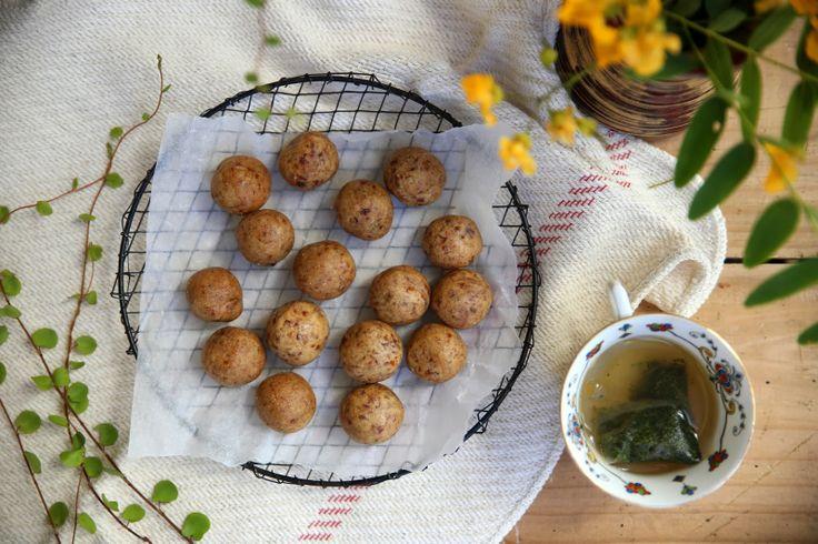 petite kitchen: GINGER COOKIE DOUGH TRUFFLES