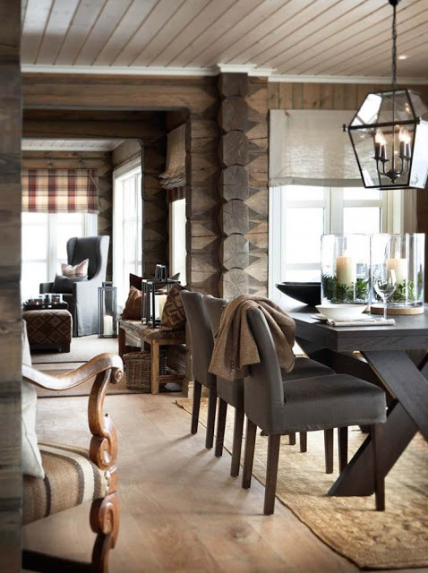 Love this #dining room with traditional eand rustic details...