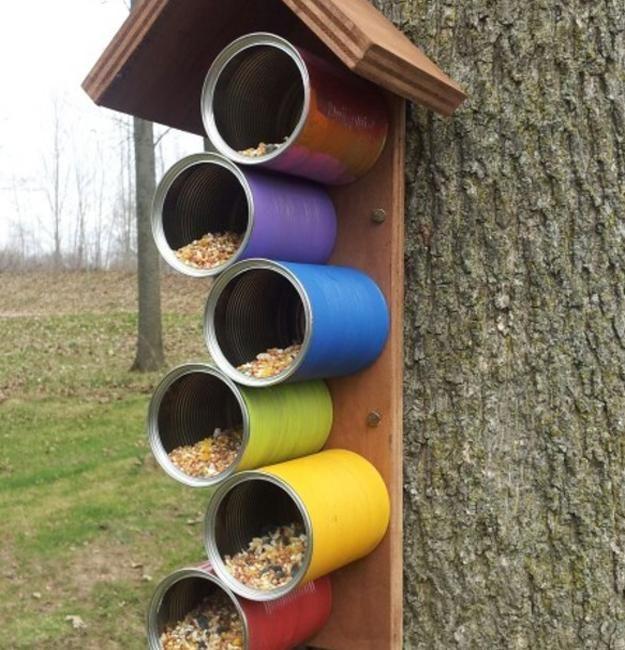 Recycling für Heimwerker-Vogelfutterhäuschen, um gefiederten Freunden in Ihrem Garten zu helfen