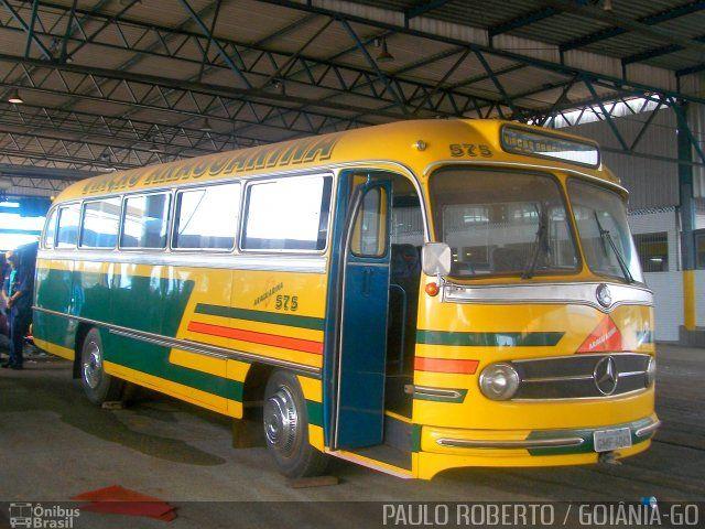 Ônibus da empresa Viação Araguarina, carro 575, carroceria Mercedes-Benz Monobloco O-321, chassi Mercedes-Benz O-321. Foto na cidade de Goiânia-GO por PAULO ROBERTO / GOIÂNIA-GO, publicada em 03/09/2016 09:14:04.