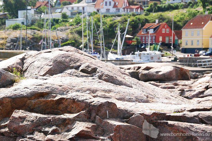 Schären am Hafen von Gudhjem, Bornholm #felsen #gudhjem #bornholm