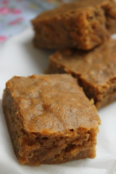gâteau moelleux vegan (sans oeufs!) pommes-amande-graines de chia-sucre de coco-cannelle