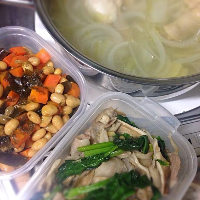 一ヶ月振りくらいに料理したので記念撮影… - 5件のもぐもぐ - 生姜鶏スープ、大豆煮、舞茸ほうれん草豚ナンプラー炒め by l11a