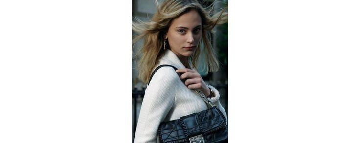 Le sac star est mis en scène dans une série de petits films avec l'actrice Nora Arnezeder.