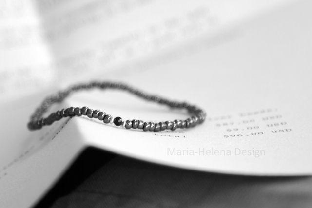 Men's small bead bracelet with gem // Maria-Helena Design.