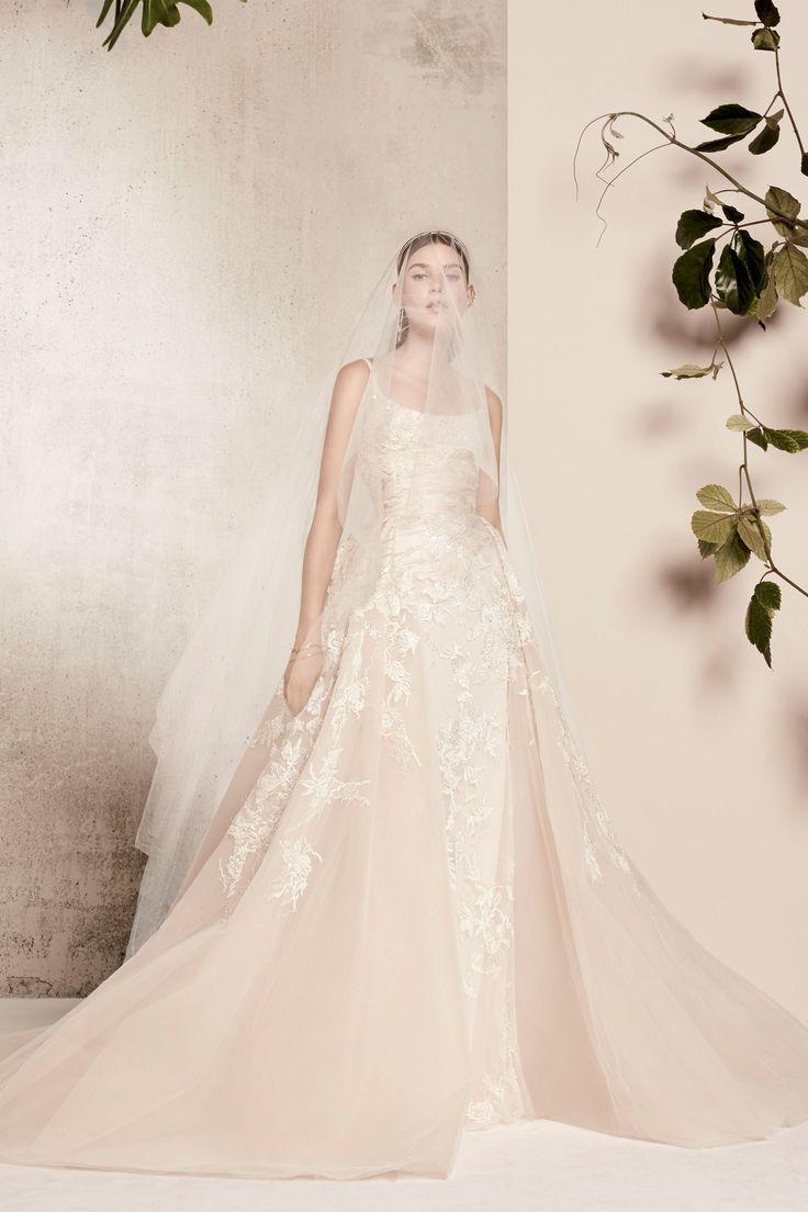 Vestido de noiva: sobressaia empresta volume com leveza - Vogue   Noiva