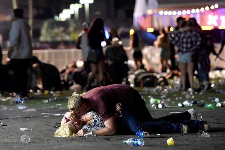 """Fotograaf David Becker maakte onder meer deze foto, die de hele wereld rondging. """"Ik zag hen daarna rechtkrabbelen en weglopen"""", vertelt hij."""
