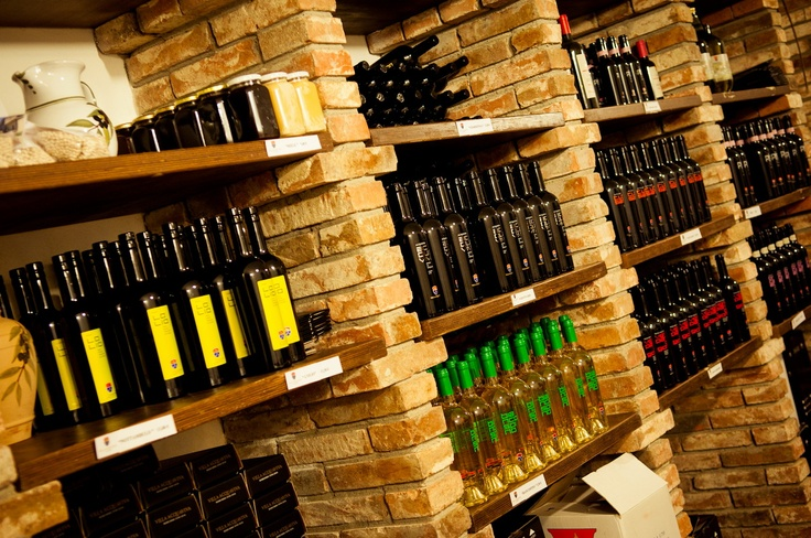 our wine shop     la nostra enoteca