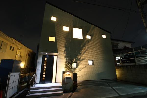外壁はパワーボードのジーファスチェック スクエアな模様の外壁に