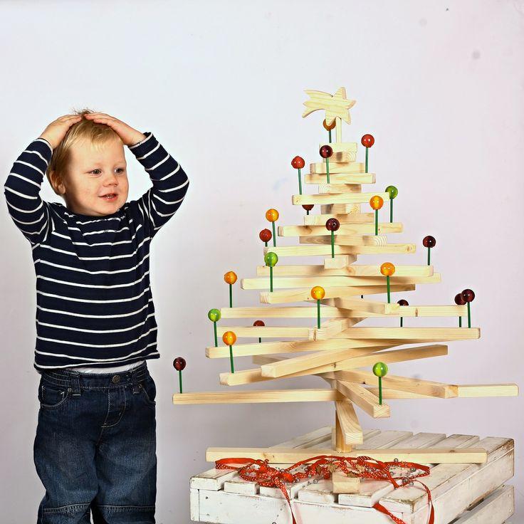 Sladké vánoce ...a nic neopadá:-) Navíc je velice variabilní... Možno vyrobit i v malé variantě - jako Adventní kalendář. Dodáváno vč. lízátek:-)