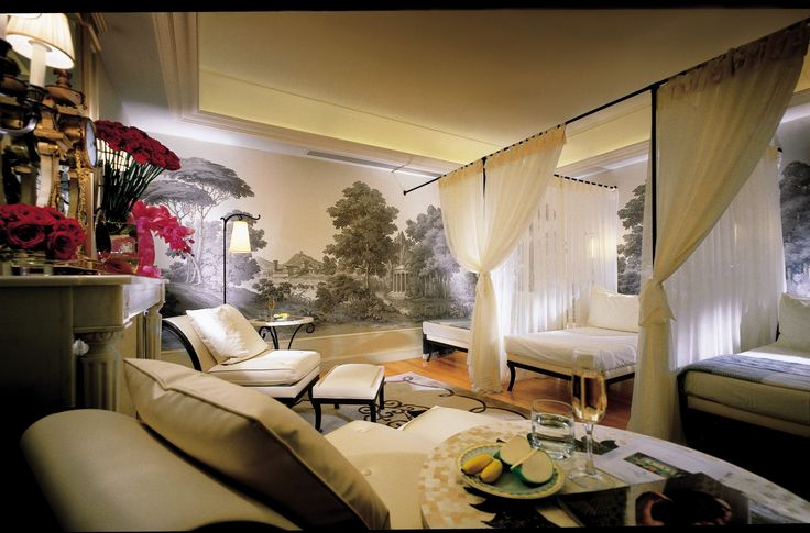 Our relaxation room... In Four Seasons Hotel George V !