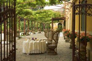 Veranda. Villa Pisani Bolognesi Scalabrin (Vescovana - Padova) Italy  #Garden #giardinaggio #giardini #VillaPisaniBolognesiScalabrin #Tulipani #flower