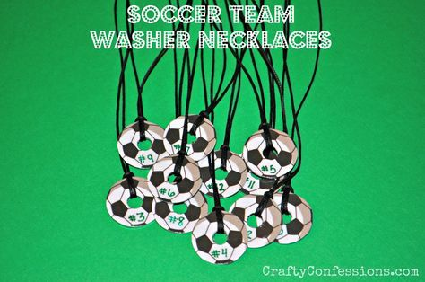 Soccer Washer Necklaces from Crafty Confessions. These make a great gift for a kid's soccer team!