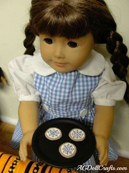 Make Your Own Doll Plates From Canning Lids