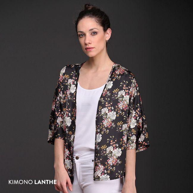 El Kimono Lanthe, de fina seda estampada, es una prenda femenina con hermosa caída y gran suavidad. ¡Creá un look personal y único!