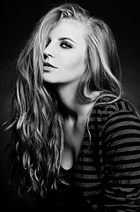 .: Photo Black White, Black White Photography, Black And White, White Girls, Photography Black, Ideas Photography, Girl Photography, Hair, Photography Ideas
