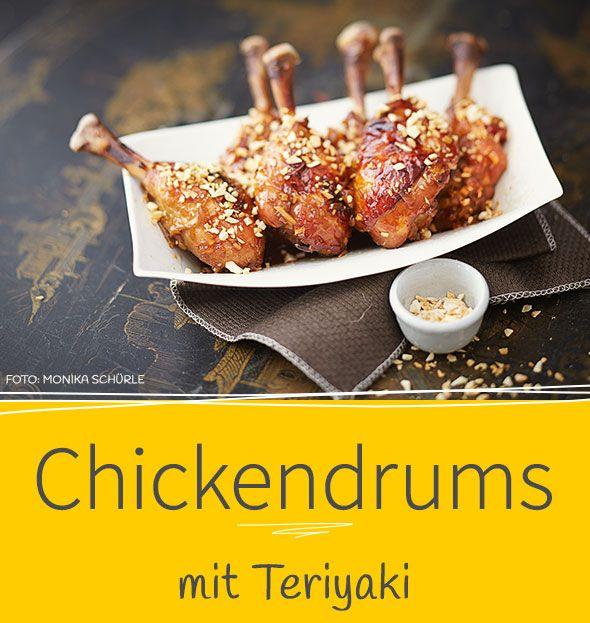 Unser Rezept für Chickendrums könnten zum Dauerbrenner auf euren Partys werden: gut vorzubereiten, herrlich aromatisch und mit raffinierter Knuspernote.