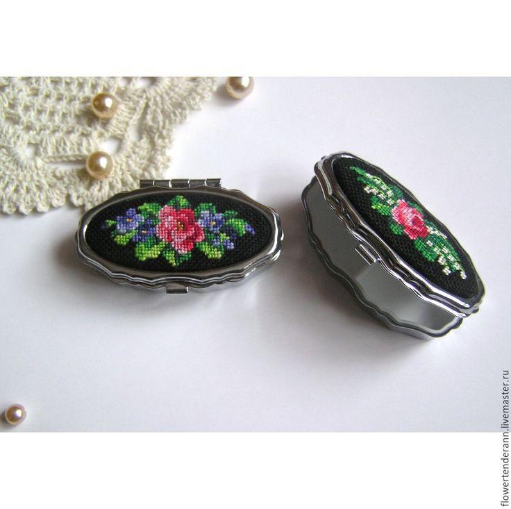"""Купить Таблетница (маленькая шкатулка) с вышивкой """"Роза и ландыши"""""""" - вышивка petit point"""